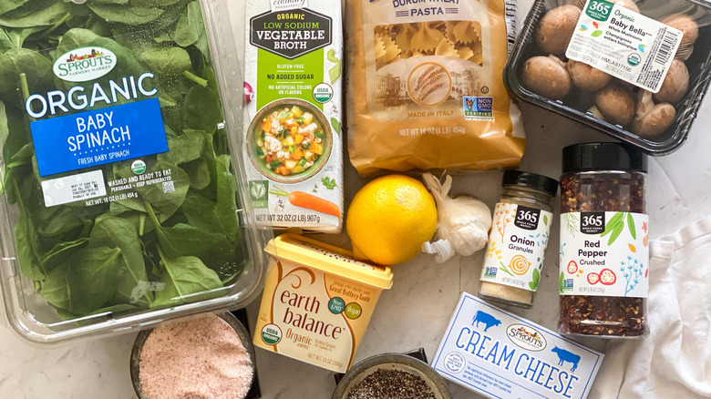The ingredients for 15-minute creamy spinach pasta