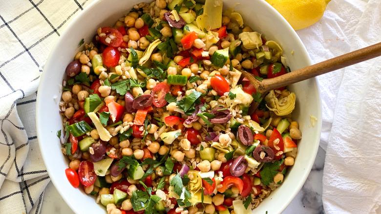 15 minute Greek Farro Salad in bowl