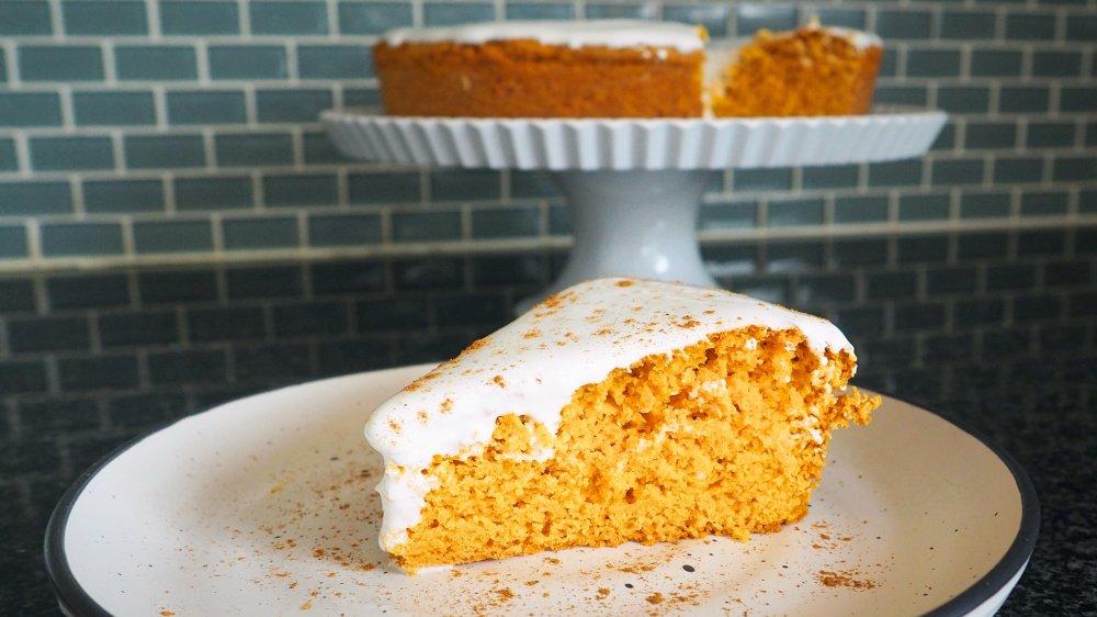 Dangerously easy 3-ingredient marshmallow pumpkin cake recipe