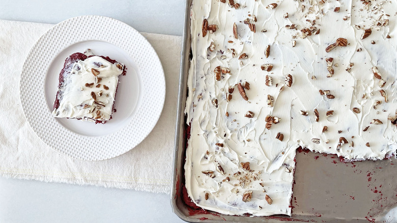 Red velvet cake with pecans
