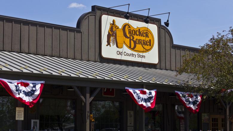 Cracker Barrel restaurant exterior