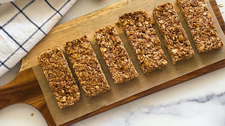 Finished chewy granola bars