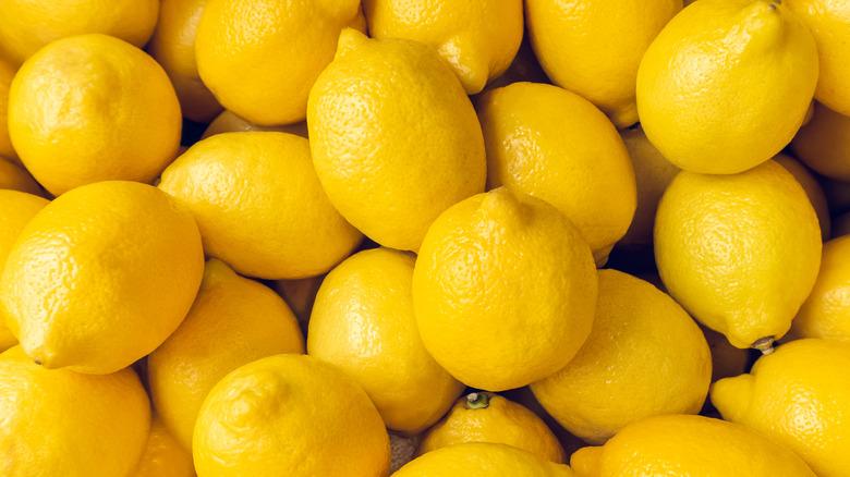 Ocean of lemons