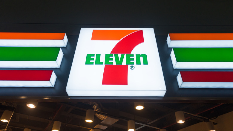 7-11 store sign