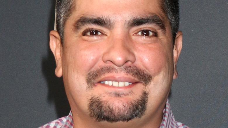 Aarón Sánchez smiling, red carpet