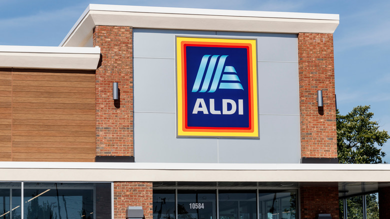 Aldi store sign and street number