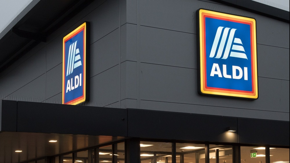 The outside of an Aldi