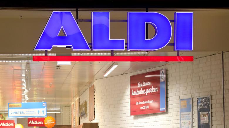 Aldi entryway