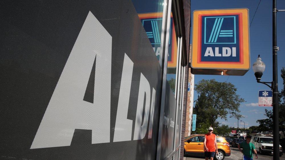 Exterior signage Aldi