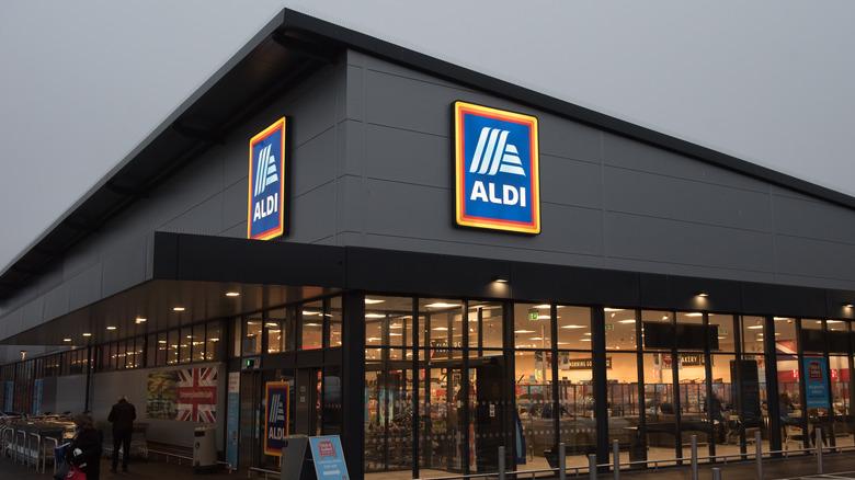 Gray Aldi storefront