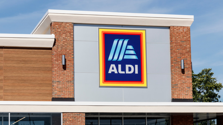 An Aldi storefront