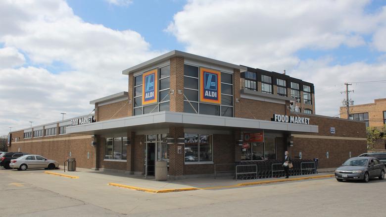 Aldi store front