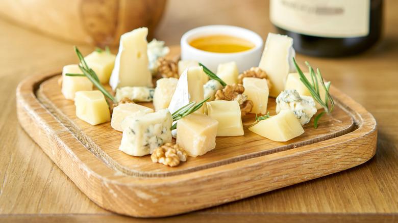 Cheese tasting plate
