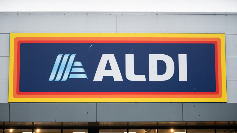 A photo of an Aldi outlet
