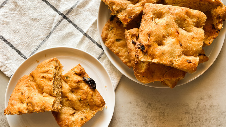 focaccia on plate