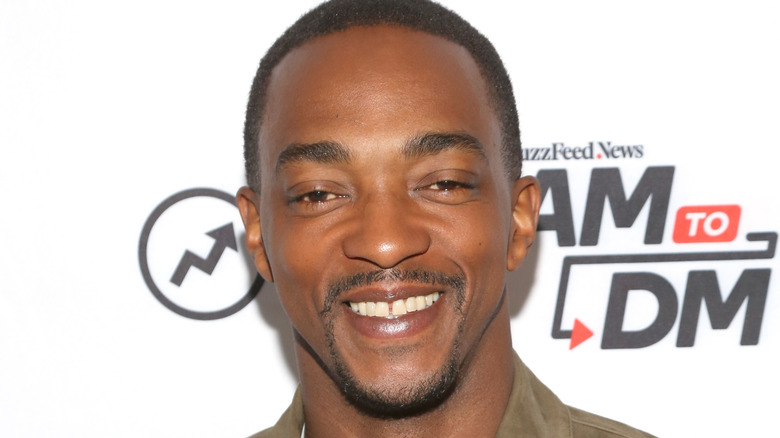 Anthony Mackie smiling at event