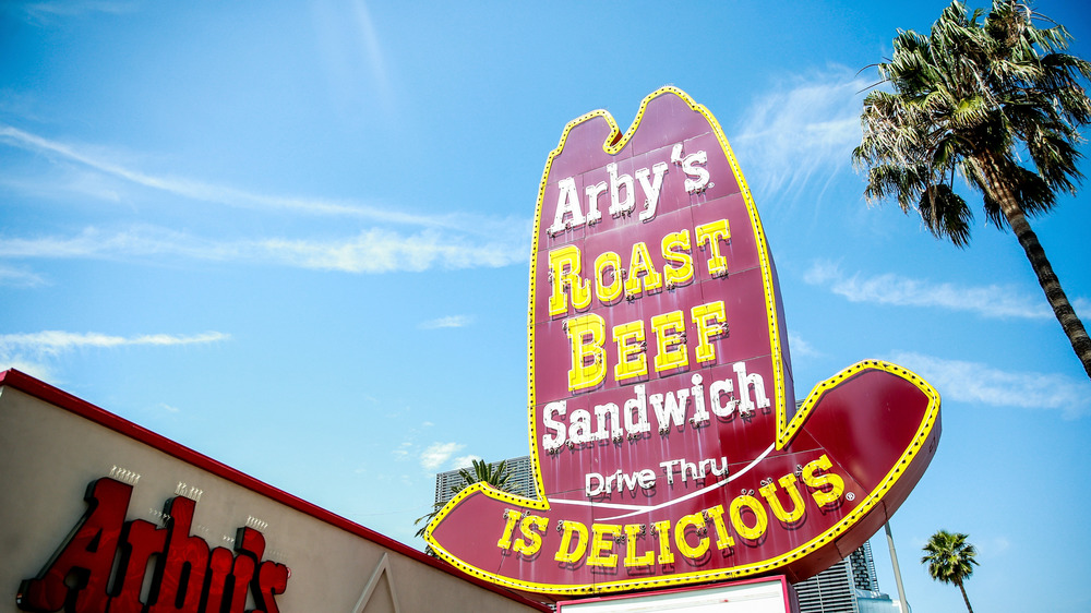 A classic Arby's restaurant sign