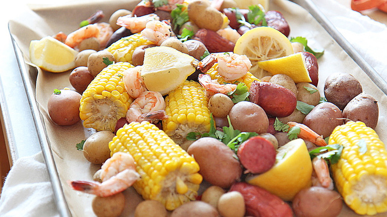 platter of frogmore stew