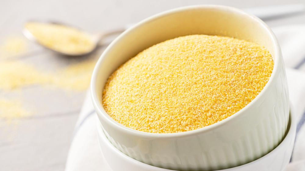 Uncooked polenta in bowl