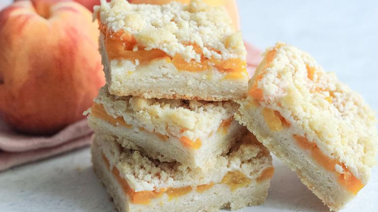 peach crumble bars close up