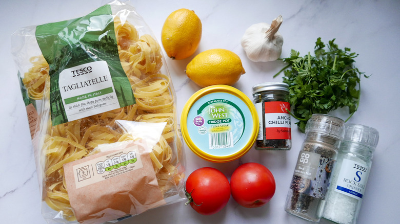 ingredients for tuna chili pasta
