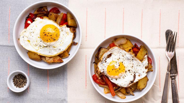 veggie breakfast hash in bowls