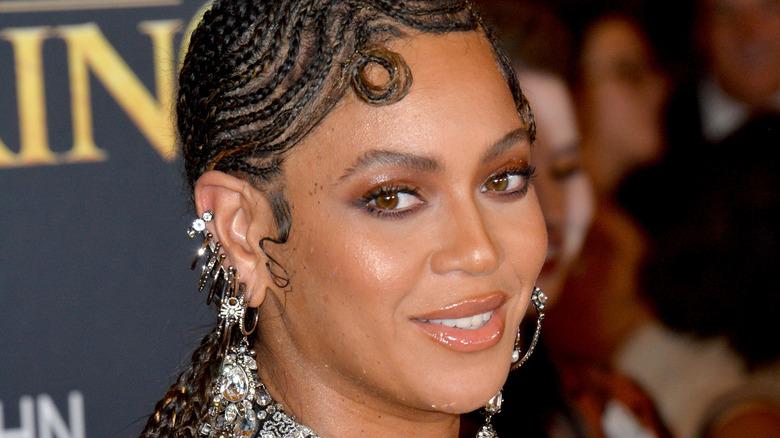 Beyoncé looking over her shoulder