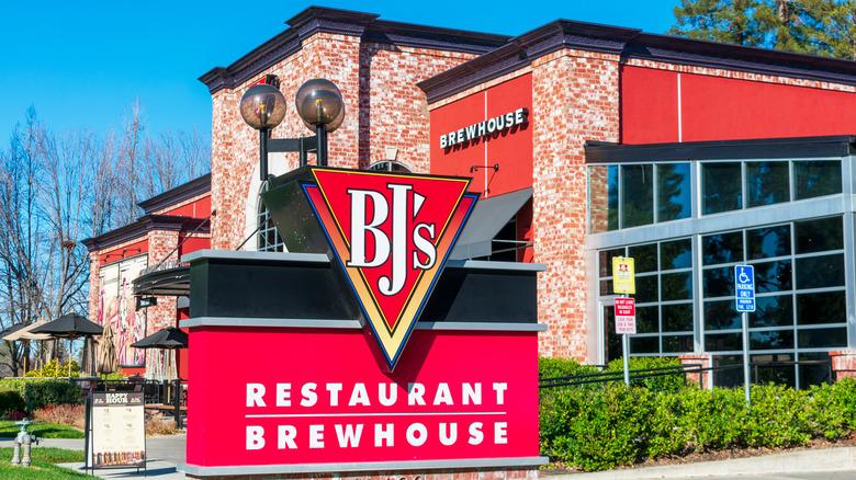 BJ's Restaurant exterior