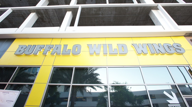 Buffalo Wild Wings storefront