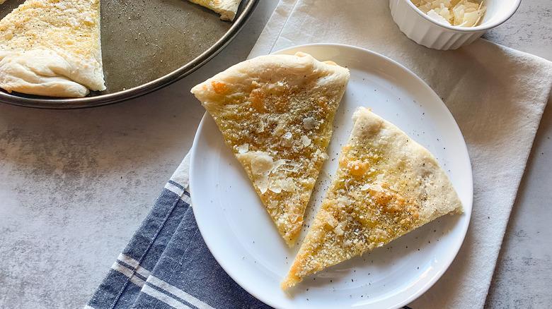 cacio e pepe pizza slice