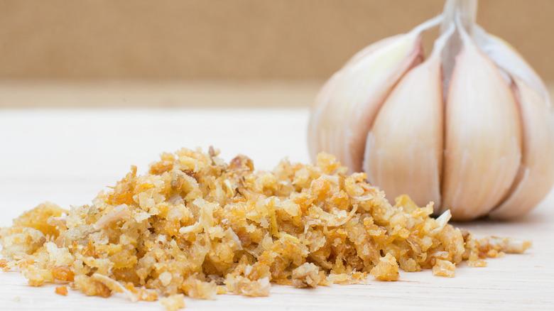 Fried garlic and head of garlic