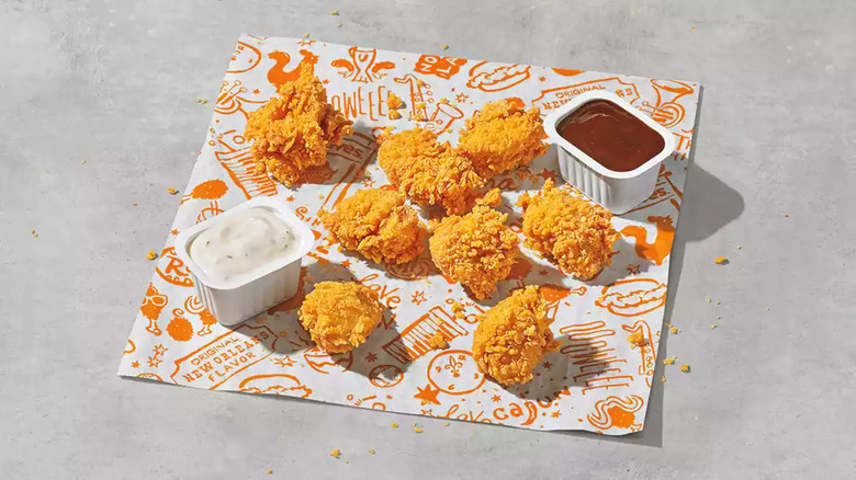 Popeyes chicken nuggets with sauces