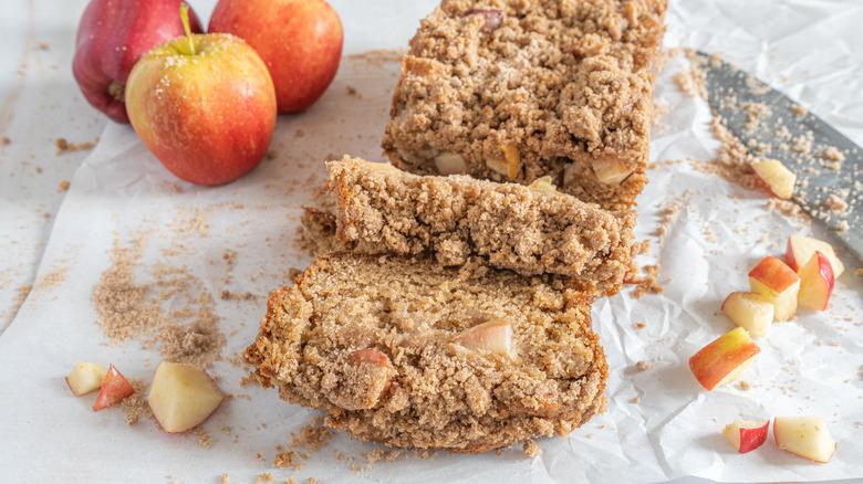slices of apple streusel bread