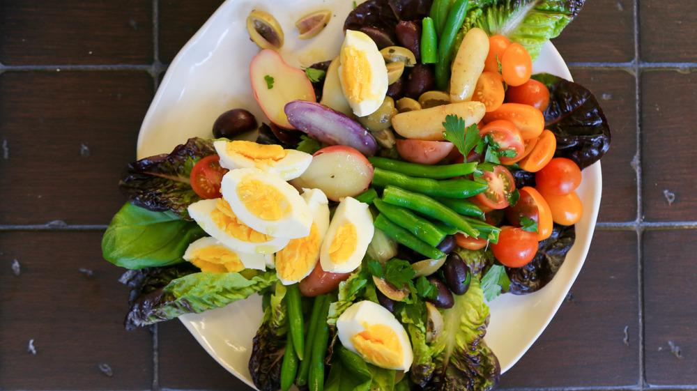 nicoise salad on plate