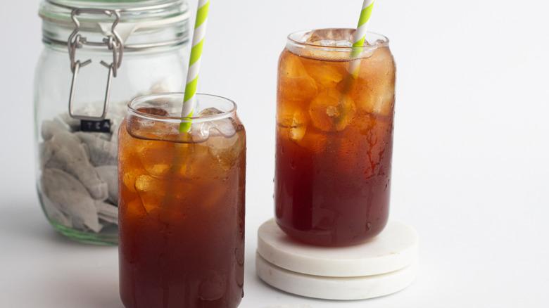Copycat McDonald's sweet tea in glasses