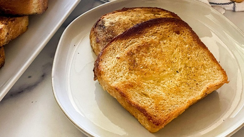 Finished Texas toast on plate