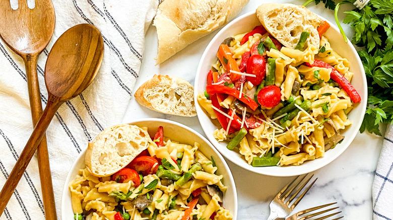 bowls of pasta primavera