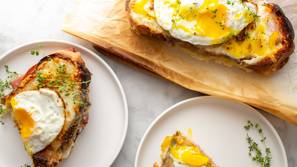 finished Croque Madame sandwich