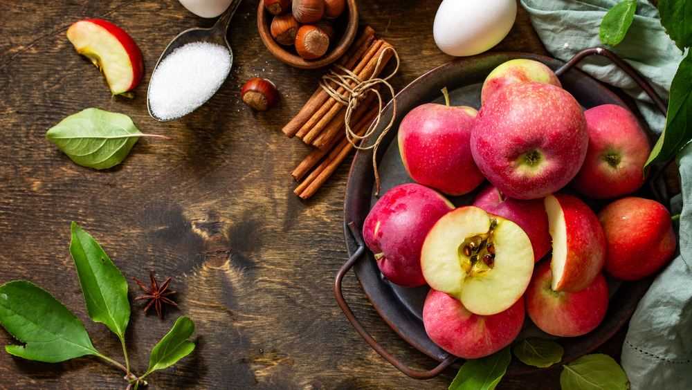 Apples and other ingredients