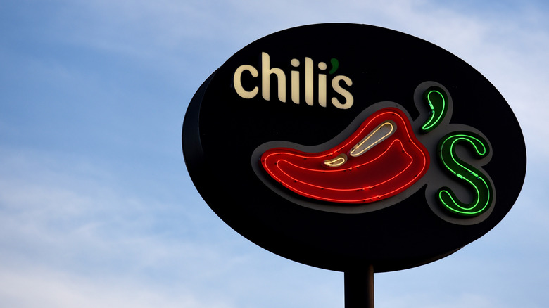 Chili's sign with blue sky
