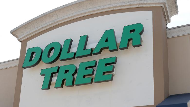 Exterior Dollar Tree sign
