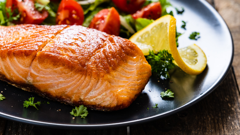 close up of cooked salmon fillet on plate