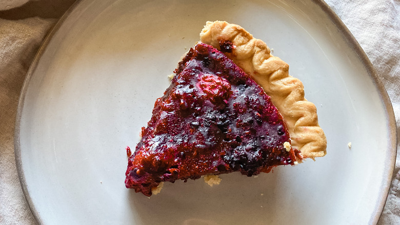 Easy Blackberry Pie on a plate