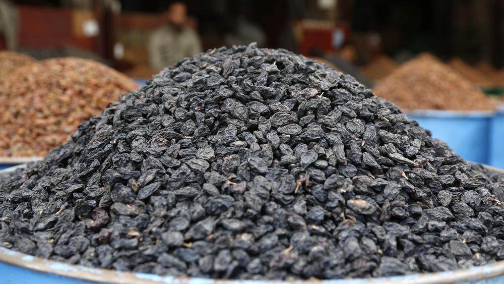 Raisins 'raised' in a pile. Get it?