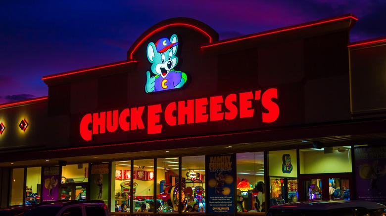 Chuck E. Cheese's exterior at night