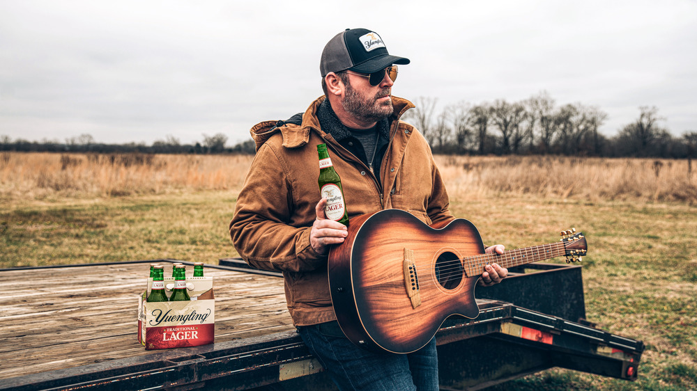Lee Brice holds a Yuengling