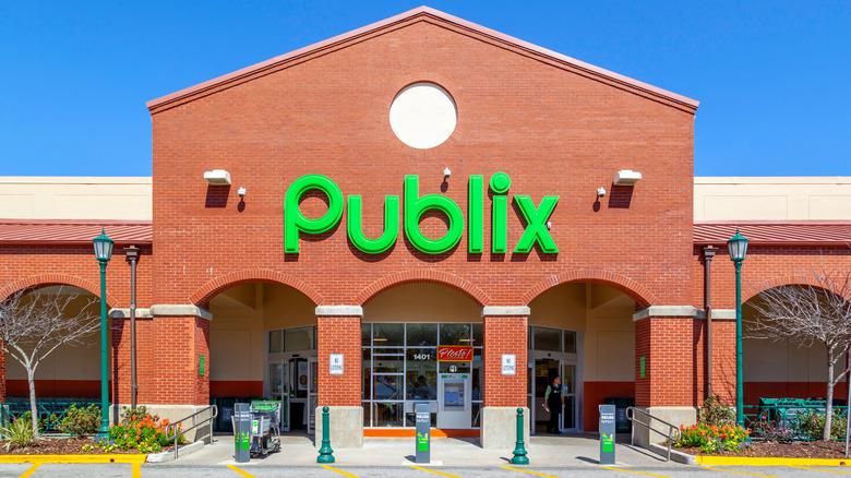 Front entrance of Publix supermarket