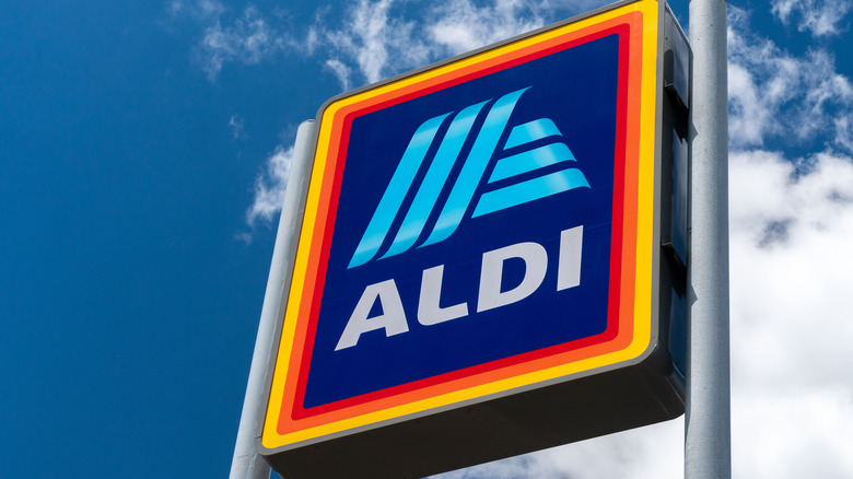 Aldi sign with blue sky in background