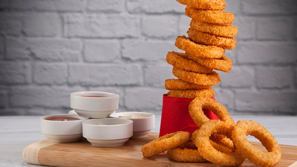 Fast food onion rings, ranked worst to best