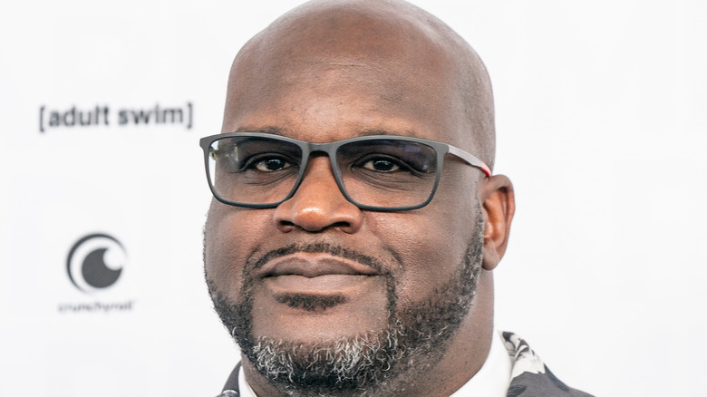 shaquille o'neal wearing glasses
